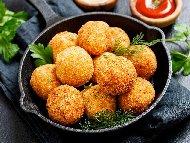 Рецепта Крокети с настърган кашкавал и лукчета арпаджик панирани в царевично и пшеничено брашно
